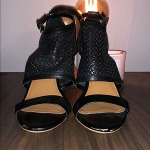Banana republic black woven leather and wood heels